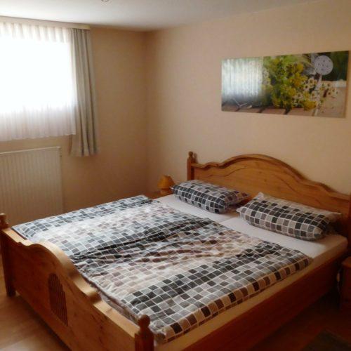 Eltern-Schlafzimmer unserer Ferienwohnung in Hagenberg am Steinhuder Meer.
